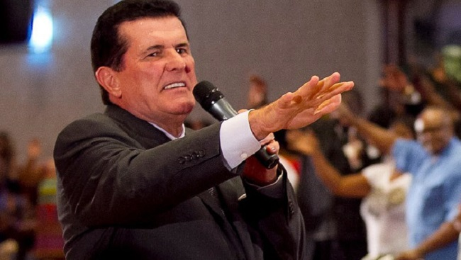 Televangelist Peter Popoff Selling 'Miracle Water' Is Hilarious (And Super Sad)